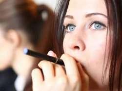 Κόψτε το κάπνισμα με βοηθό το ηλεκτρονικό τσιγάρο